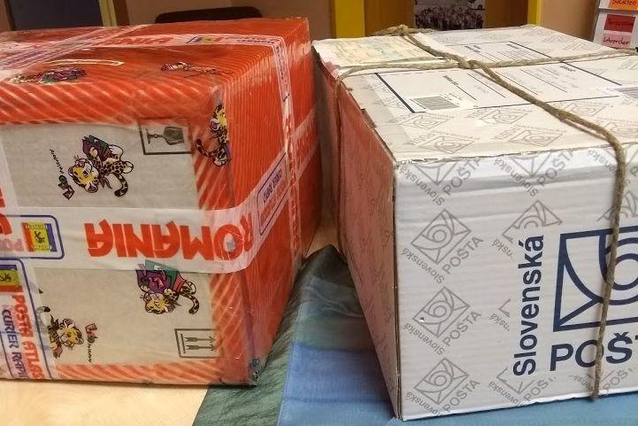 Weihnachtpakete der Partnerschulen angekommen