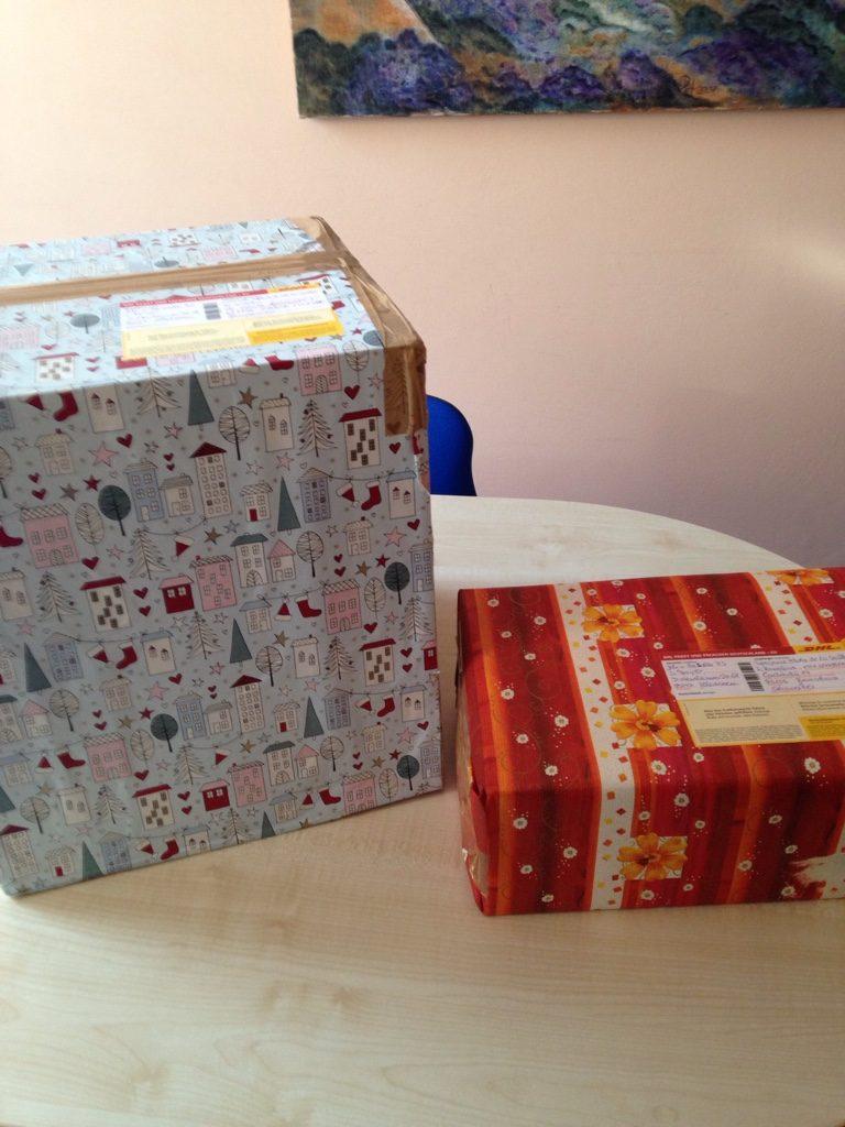 Weihnachtspakete an Partnerschulen verschickt